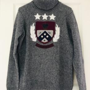 Fantatisk flot rullekrave sweaters fra Gant. Brugt få gange. Fremstår som ny.  Lækker bomuld og uld blanding :-) blød og lækker at have på.  Kom gerne med et bud.