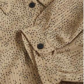 Fin kjole - helt ny med prismærke - kan sendes eller afhentes på Østerbro.