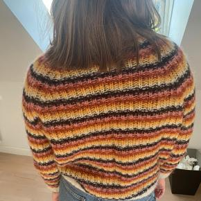 & Other stories sweater sælges brugt få gange rigtig fin. Er lidt lille i størrelsen🌼🌼