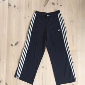 Vintage adidas pants in stretch material. Cut at the bottom for crop ⚾️👟