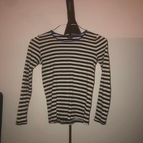 Klassisk Mads Nørgaard trøje. Brugt en del men fejler ikke noget. One size Nypris 255kr