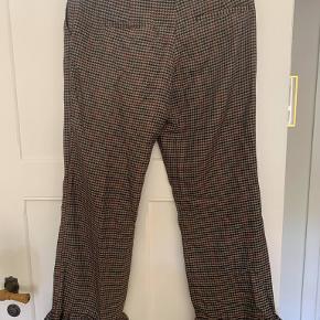 Flotte bukser fra Designers Remix. Flot detalje ved anklen. Aldrig brugt og stadig med prismærke