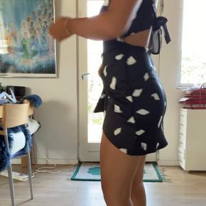 virkelig flot kjole! sælges da jeg ikke får den brugt, men den er simplethen så flot!!