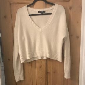 Cropped cremefarvet sweater købt i Grækenland. Aldrig brugt.