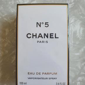 Chanel No 5, Eau de Parfum, 100 ml. Aldrig åbnet og er stadig i folie.
