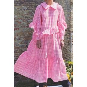 Smuk lang kjole, brugt 1 gang så fremstår som ny.