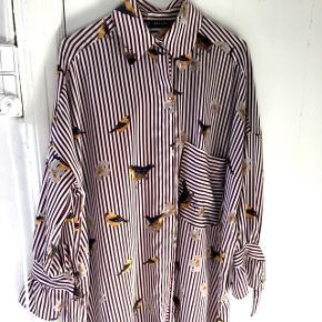 //knælang skjorte/kjole med 3/4 ærmer//super fin stand - brugt få gange