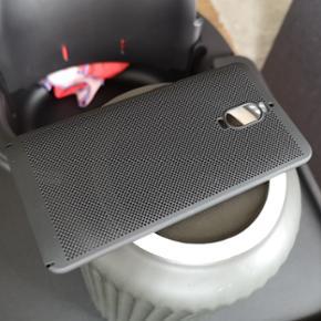 Helt nyt og ubrugt cover til en Huawei Mate 9 pro. Lækker kvalitet og man har godt greb på mobilen når den har det på.  Pris 40,- (49,- inkl porto).