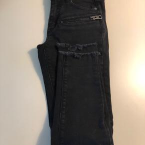 Super fede Jeans fra Zadig & Voltarie. Meget stramme og Skinny.  Str 24!  Nypris: 1100kr