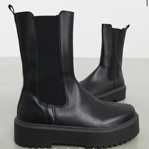 Fejlkøb fra min side. Super fine italienske støvler, der er størrelses svarende.