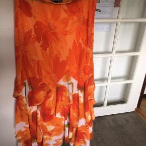 Super flot lang nederdel i de skønneste farver Mærke Niels N. Berlin