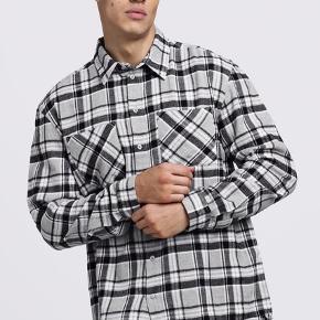 Super sprød flannel skjorte med samme fit som represent og fear of god  Lidt til den lange side for mig og derfor jeg sælger den
