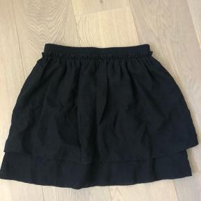 Sort basic nederdel fra envi
