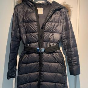 Moncler frakke - fin stand Købt Moncler, Ischgl Størrelsen er 4