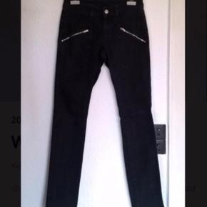 Varetype: Stramme Jeans Farve: Sort Oprindelig købspris: 1000 kr.  Superlækre Stramme jeans fra Won hundred Tager ikke billeder med tøjet på