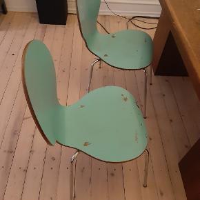 Har malingen til stolene, som følger med. Farven er en lys turkis.  Begge stole for 100,- kr.