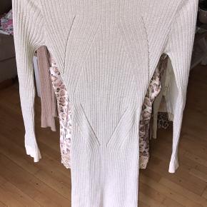 En Buch kjole fra flere gamle kollektion af  Prisen er fast