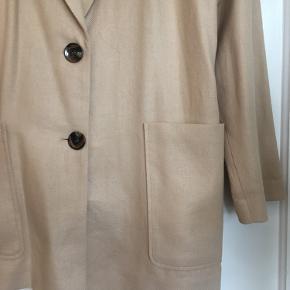 Helt ny oversize blazer - kan også bruges af str small !