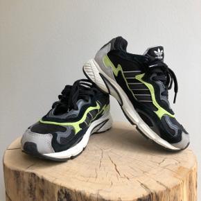 🌼🌼 Hey! Sælger disse herre fede adidas temper run sneakers i str. 36 2/3. Sælges da de desværre er for små:( Har haft den på en gang og mener at np er omkring de 900-1000kr. Byd!!