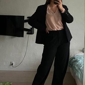 Fin Zara bluse, hvor mærket ikke er i længere, men kun er blevet brugt 2 gange! ✨