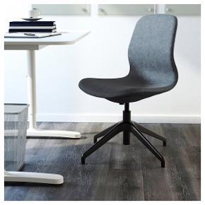 Långfjâll kontorstol i blågrå fra Ikea. En enkelt lille hvid plet på sædet ellers i fin stand.