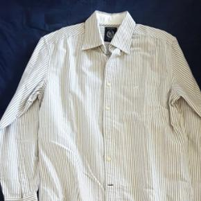 Sacoor Brothers never used large shirt