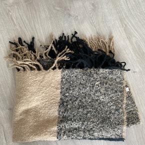 Tørklæde aldrig brugt men ligget i skabet Ekstremt blødt og dejligt