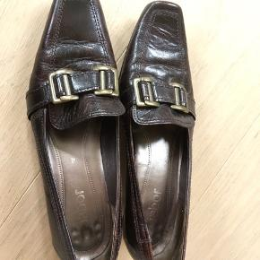 Brune sko med lille hæl (str 4 ~ 37)