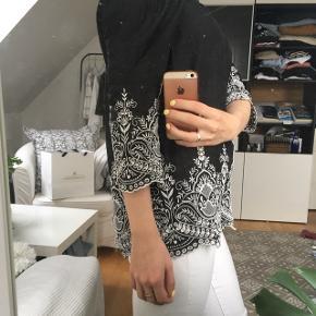 Off-shoulder bluse fra Zara 💛