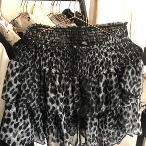 Neo Noir Carin Leo skirt nederdel, str small men kan også passes af en medium. Brugt meget lidt