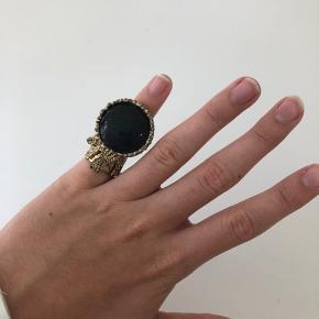 Flot ring, ukendt mærke. Minder meget om Ysl-modellen