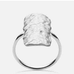 sælger min fine maanesten cuesta ring i en str 57, da den desværre er for stor, og syntes det er en skam at den ikke bliver brugt   Tager gerne imod realistiske bud💘