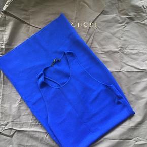 Gucci pencil strik dress. Brugt en håndfuld gange og fremstår som ny. Kropsnært snit. Det er en str medium men svarer til en small! Original dustbag medfølger.   Jeg bytter ikke.