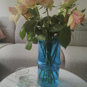 Mundblæst glas vase fra Marokko. Malet blå. H:30  #hay