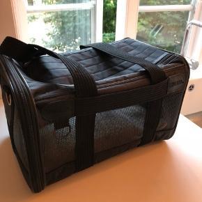 Sherpa håndtaske til hvalpe og små hunde. Godkendt til flyrejser - brugt en gang - helt fejlfri