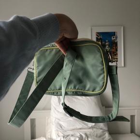 Super fin taske fra Beck Söndergaard sælges! Den er kun brugt én gang og fremstår derfor i perfekt stand :) Byd gerne