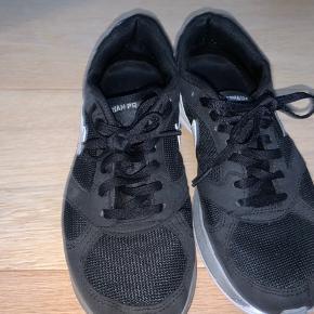 Sko fra Nike - sælges for 150kr ✨  Køber betaler fragt