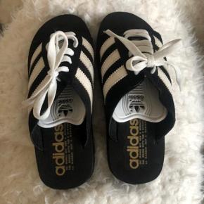 Adidas slipin sandaler str 37 . Lidt små i størrelsen