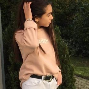 Hejj🌸 Jeg sælger denne mega flotte trøje fra Moss Copenhagen Den er næsten som ny Np: 400kr Mp: BYD🌸
