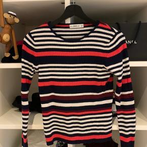 Sweater/trøje fra Zara. Brugt få gange, så næsten som ny. Meget stræk i stoffet, så kan også bruges af str. 36. Nypris 250