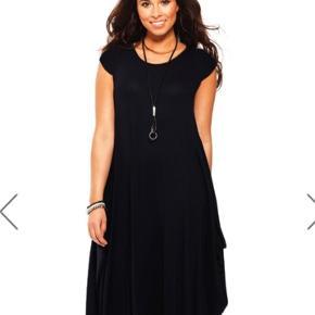 Helt ny kjole købt hos Likelondon Har været på én gang. Str er Onesize og passer str S-XXL