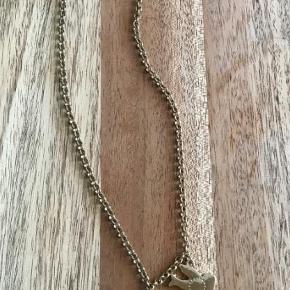 Varetype: Halskæde Størrelse: - Farve: grøn-guld Oprindelig købspris: 500 kr.  BUTIKS OPRYDNING  Har 1 stk af denne halskæde  Sender med Dao