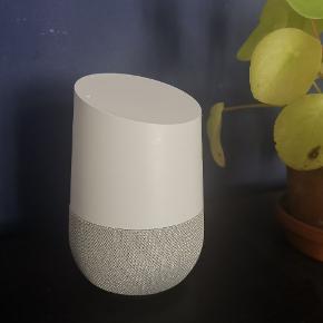 Jeg sælger min Google Home. Den er købt i 2018 via eglobalcentral, og den har virket upåklageligt siden jeg tog den i brug. Den fremstår uden nogen fysiske mén og er i generel god stand. Den er født med et australsk stik, men der følger en kontakt/omformer (hvad det nu hedder) med, så du kan bruge den herhjemme også. Så medmindre du skal have stikket fremme, gør det ingen forskel.  Nyprisen er i dag 497, så jeg sætter min til: HBO 325 Kan afhentes på Østerbro eller sendes for køber regning.