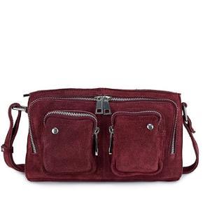 Sælger dennne Nunoo taske i modellen Stine. Den er blevet imprægneret jævnligt, og er i god stand