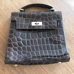Vintage croco håndtaske. Er gået lidt op i syningen, men det kan laves 🐊👜