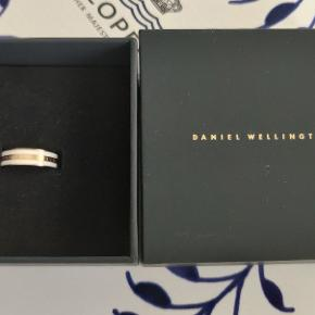 Daniel Wellington ring