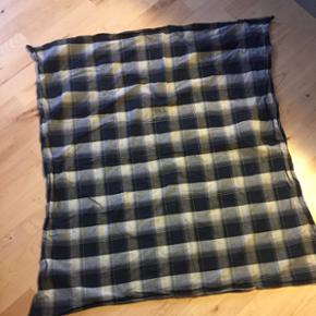 Just Female tørklæde  Hanne Scarf - kan også bruges som dug  112x106 cm  Kom med et bud og se også alle mine andre annoncer 🙃  Kan afhentes på Østerbro