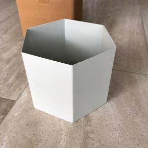 Ny sekskantet krukke i metal Nypris 349 kr