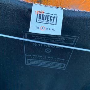 Paillet-cardigan fra Object i str. S 🤩 . I fin stand, men et par steder er der hul ved pailletterne.