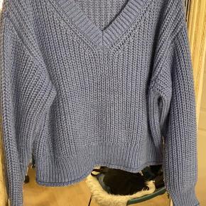 Blå sweater fra H&M str. L BYD gerne:)